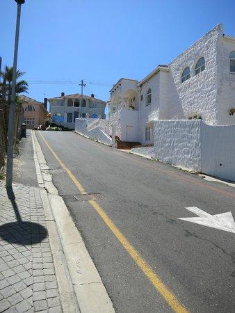 Avanti Guesthouse: Street view
