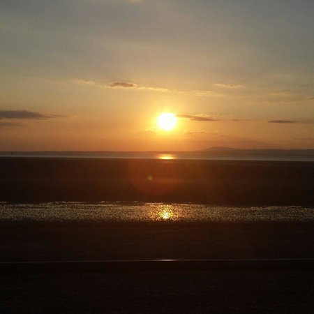 Berkeley GuestHouse: Morecambe sunset