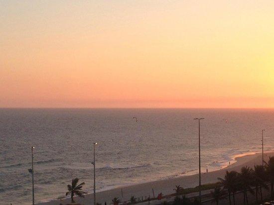 Promenade Casa Del Mar: Vista do quarto - final de dia na Praia da Barra da Tijuca