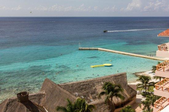El Cozumeleno Beach Resort : playa privada con area para hacer snorkel.