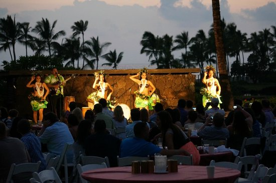 Waikoloa Beach Marriott Resort & Spa: luaus twice a week