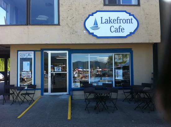 Lakefront Cafe: Front view