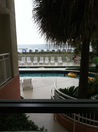 Ocean Drive Beach and Golf Resort: View from handicap accessible room next to the lobby. No balcony, loud, & no privacy.