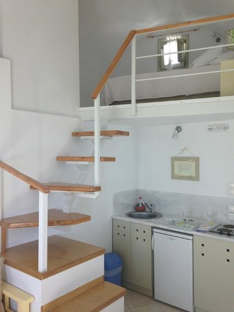 Irida Santorini : Up the stairs to the loft bed