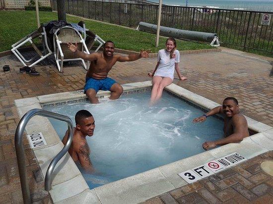 Seabreeze Beach Resort: Hot tub time!