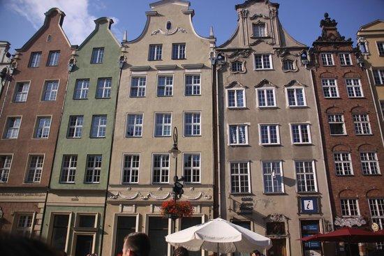 Dluga Street (ul. Dluga): main street