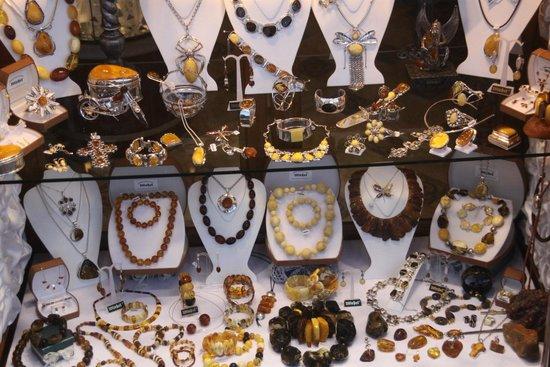 Dluga Street (ul. Dluga): anber shop