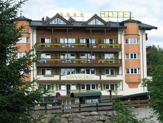 Hotel Sonnschein: Hotel (side view)