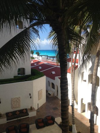 GR Caribe by Solaris: The airy hallways had great views of the ocean.