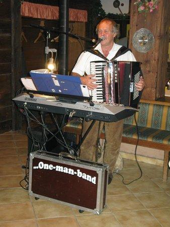 Hotel Sonnschein: Tyrolean evening at Harmony Hotel.