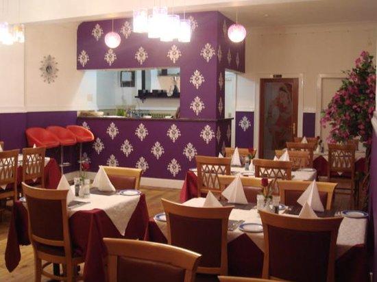 Bangladeshi Tandoori Restaurant: Small bar