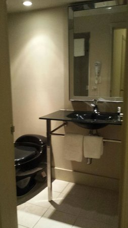 Sole Inn and Suites: cool bathroom