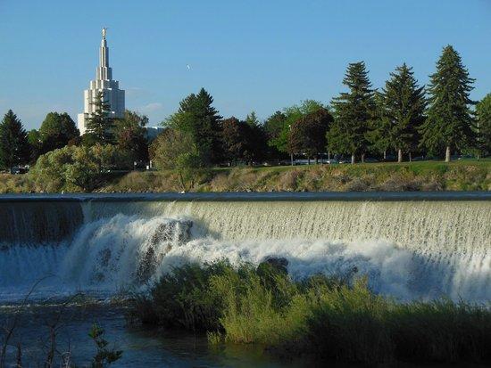 Snake River Greenbelt: Snake River & Falls