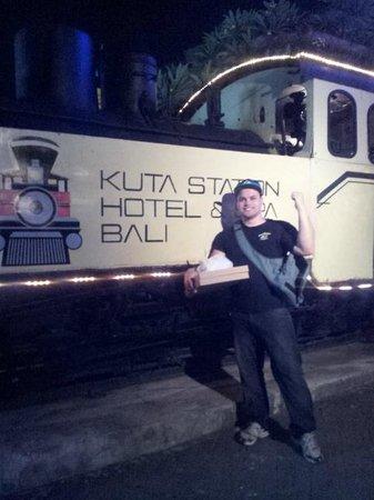 Kuta Station Hotel: Front of Hotel