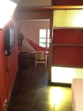 Casa Camper Hotel Barcelona : Camper Suite from bedroom to lounge