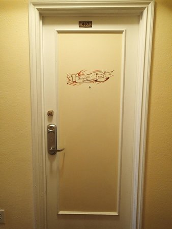 Hotel Mayflower: Room door