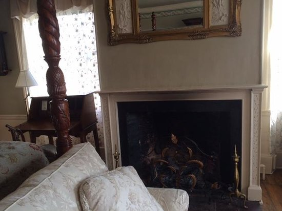 Inn by the Bandstand: Windsor Suite fire place and writing desk