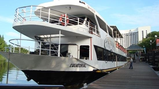 "Sarawak River Cruise : the ""Equatorial"" cruise boat"