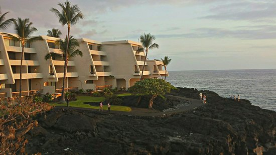 Sheraton Kona Resort & Spa at Keauhou Bay: From our room above Rays bar at sunset