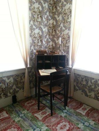 Lincoln Home National Historic Site : Original desk