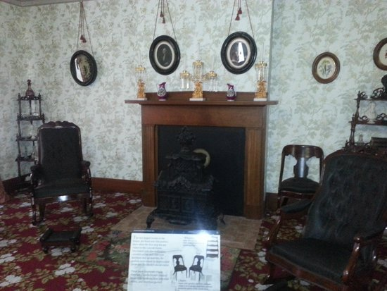 Lincoln Home National Historic Site : Parlor Room