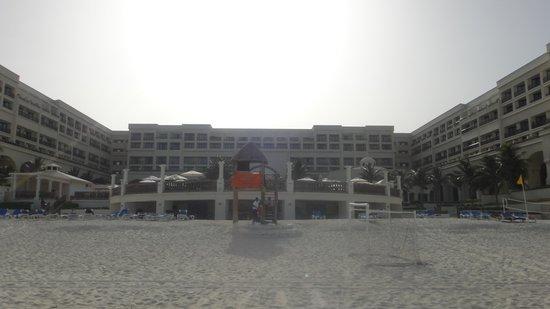 CasaMagna Marriott Cancun Resort: View of Hotel from beach.