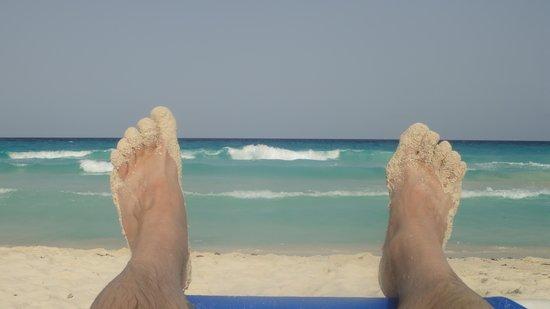 CasaMagna Marriott Cancun Resort: View of ocean from hotel beach.