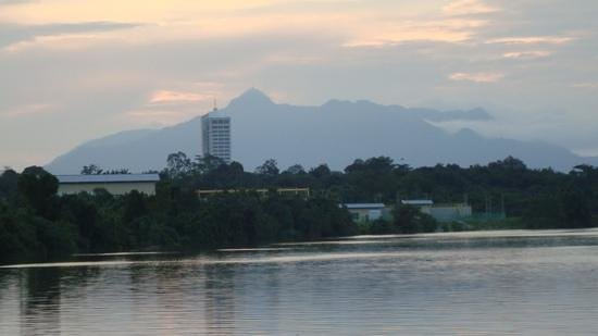 Sarawak River Cruise : Mountains at twilight
