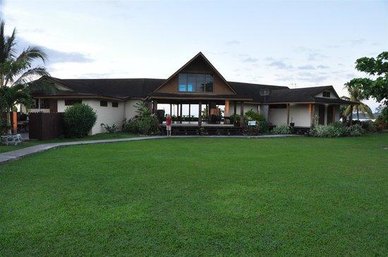 The Savaiian Hotel: Main lobby and restaurant & bar area