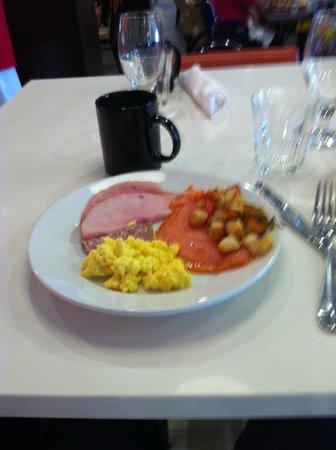 Marriott St. Louis Airport : Breakfast