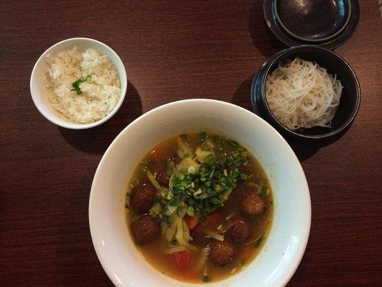 Vivi's Vietnamese Noodle House: Tamarind pho