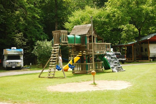 Catawba Falls Campground: Playground