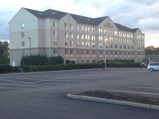 Hilton Garden Inn Ridgefield Park: View from the back, from the Public Park side