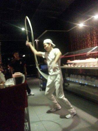 Haidilao Hot Pot Cheng (Jiefang Road): Noodle pulling performance