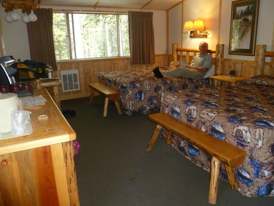 Canyon Lodge and Cabins : Large comfortable rooms