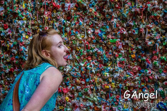 The Gum Wall : Please dont lick it