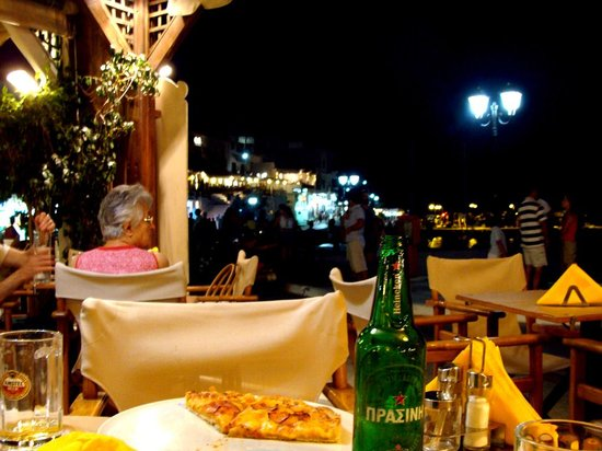 Litsa's Pizza and Spaggeteria : Η πίτσα με το Μπατσί