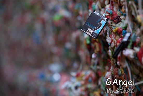 The Gum Wall : Wanna stick?