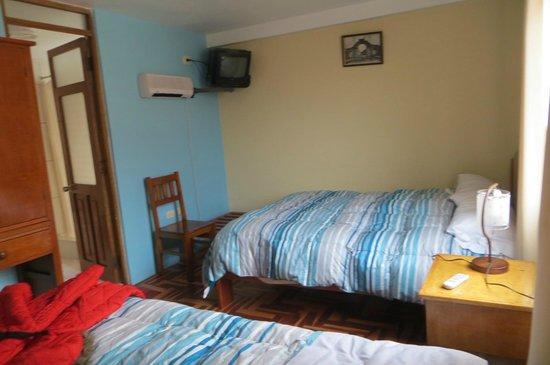 Hostal Wasichay : Dos cómodas camas y TV