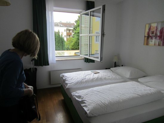 Hotel Unter den Linden: Our bedroom