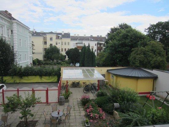 Hotel Unter den Linden: Outside View