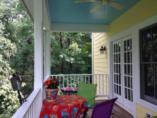 West Ridge Hollow B&B: Top porch