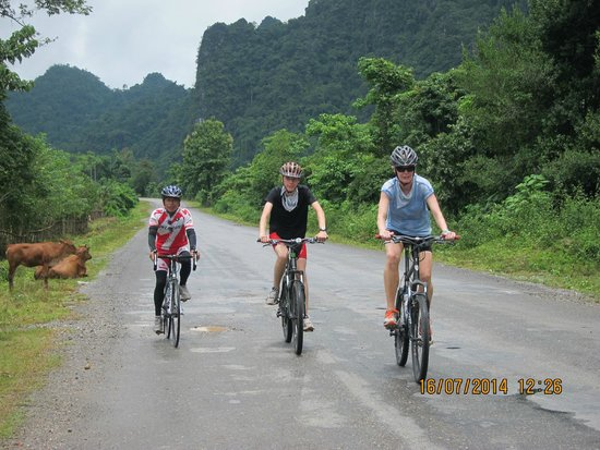 Sabaidee Luang Prabang Travel Day Tours: Family tour by bikes