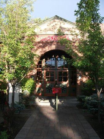 McMenamins Old St. Francis School: the bar / restaurant