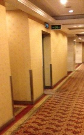 Charms Hotel: corridor