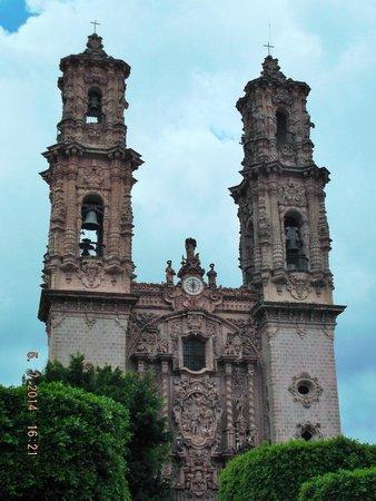 Santa Prisca de Taxco: Fachada de la catedral.