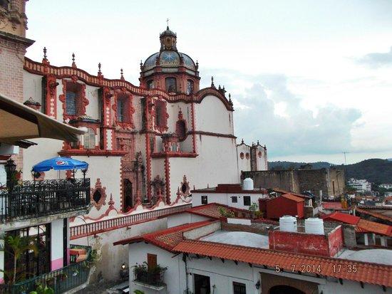 Santa Prisca de Taxco: Vista lateral de la Catedral.