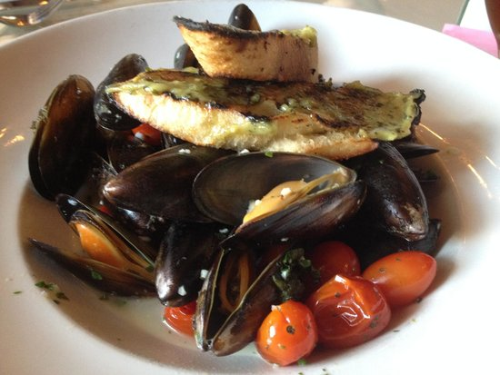 J. Corks: Steamed Blue Mussels