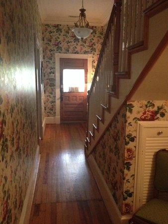 Maison LaVigne: Foyer / stairway