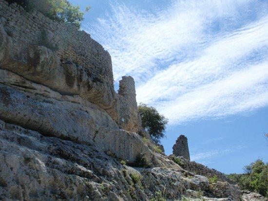 Fort de Buoux (Citadelle du Luberon) : Approaching Fort de Buoux
